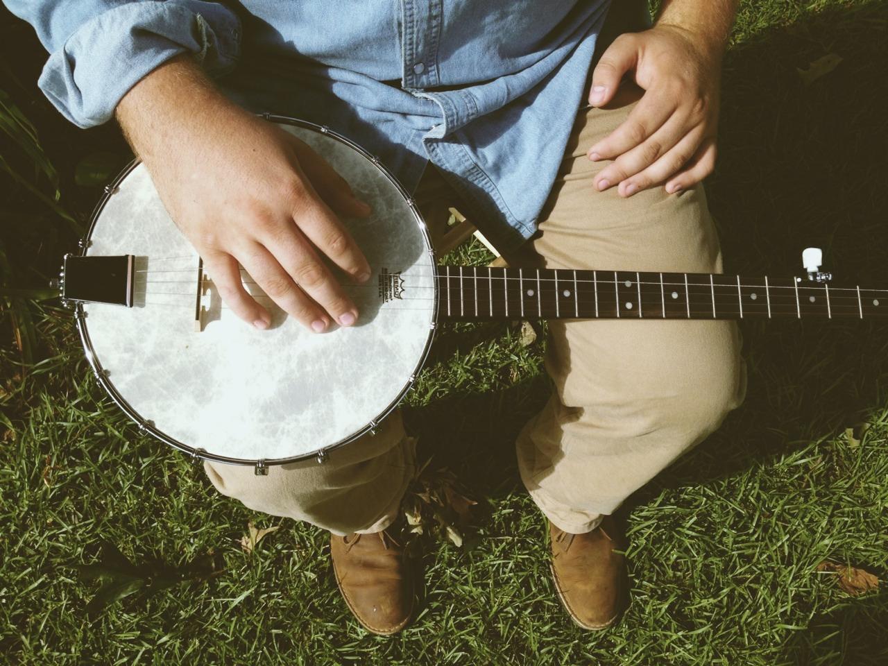 banjo-folk-singer