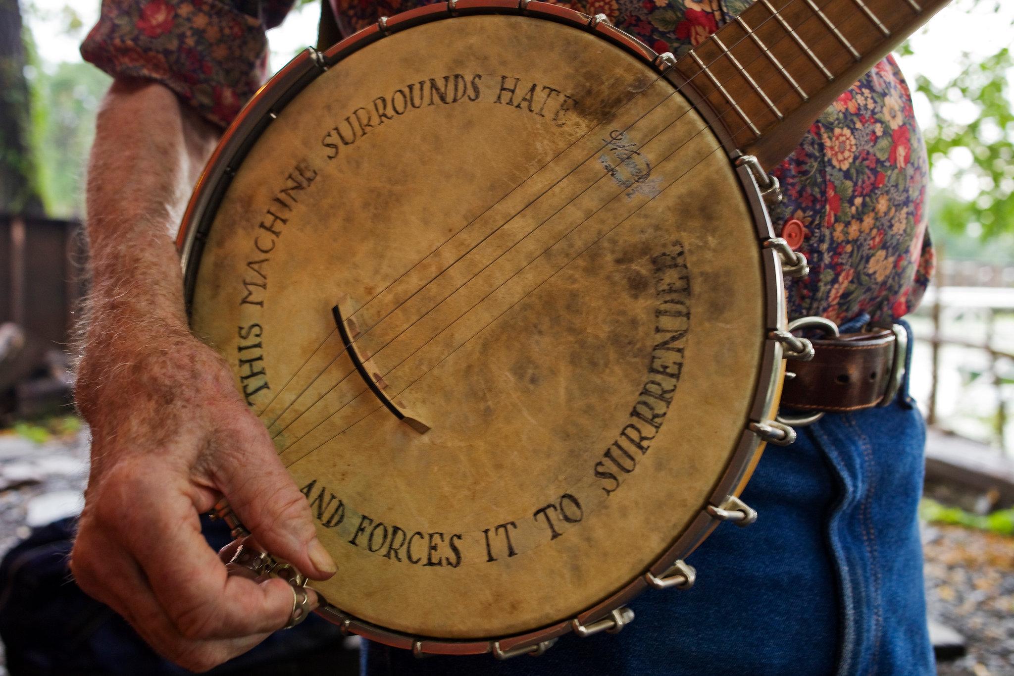 peter-seeger-banjo